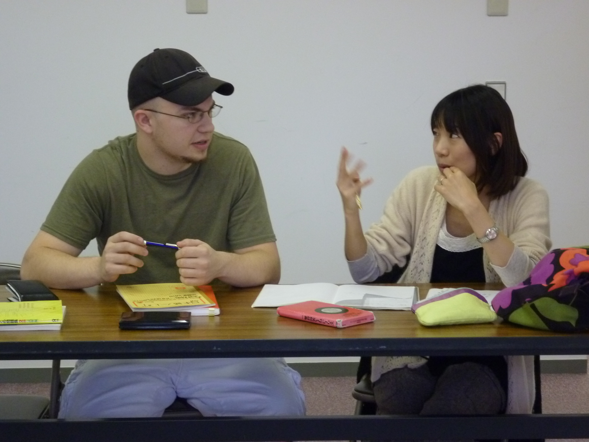 教える男性 Japanese class nagoya one on one 日本語教室名古屋